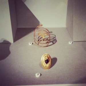 wealthy women's bling from  around 300BCE